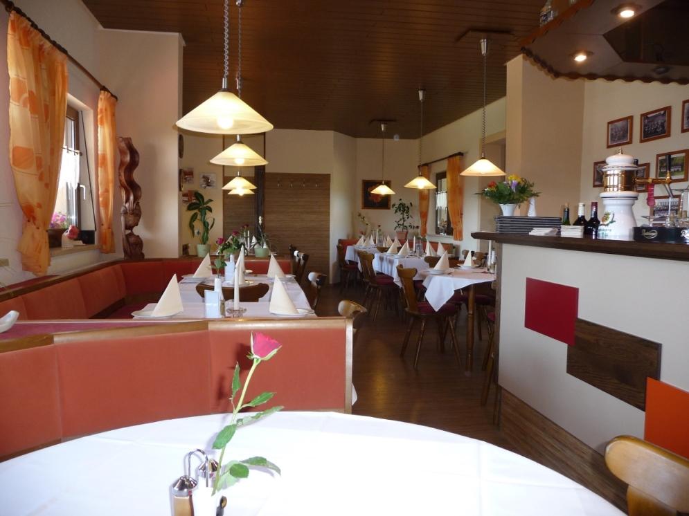 Unser Restaurant bietet Platz für 50 Personen und wird auch gerne für geschlossene Veranstaltungen genutzt.
